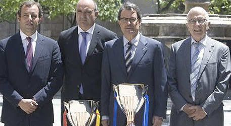 El presidents dels dos clubs amb Artur Mas, durant la presentaci de la Supercopa 