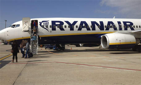 Un avi de Ryanair a l'aeroport de Girona 