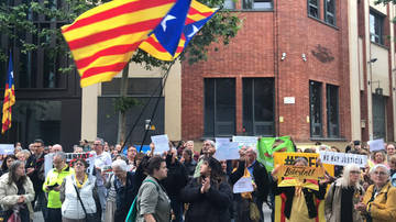 "Indepes gritan ""fascistas"" y ""terroristas"" al PSC"
