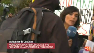 Indepes agreden a una periodista de TVE